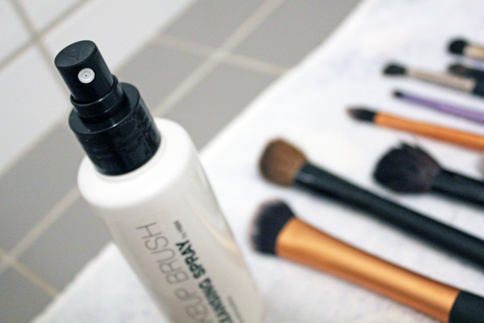 H&M Makeup Brush Cleansing Spray