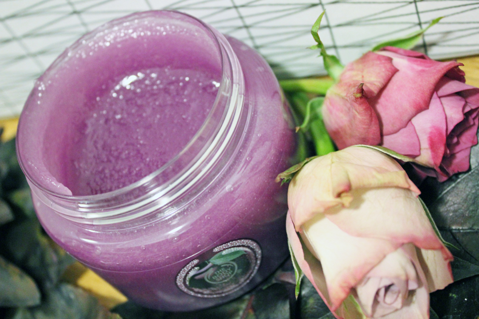 The Body Shop Frosted Plum Sugar Scrub 1