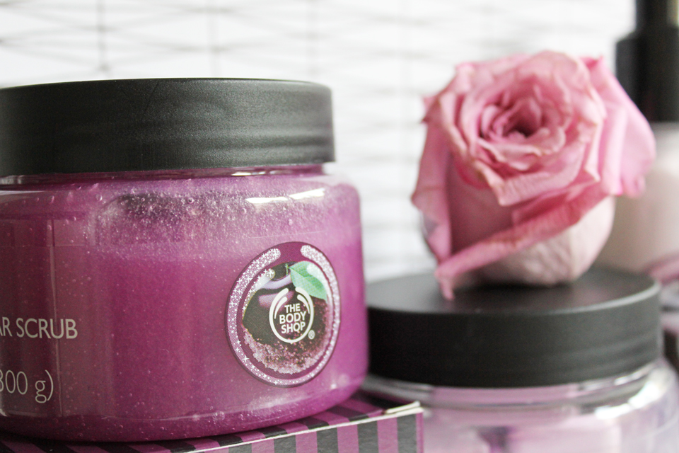 The Body Shop Frosted Plum Sugar Scrub 2