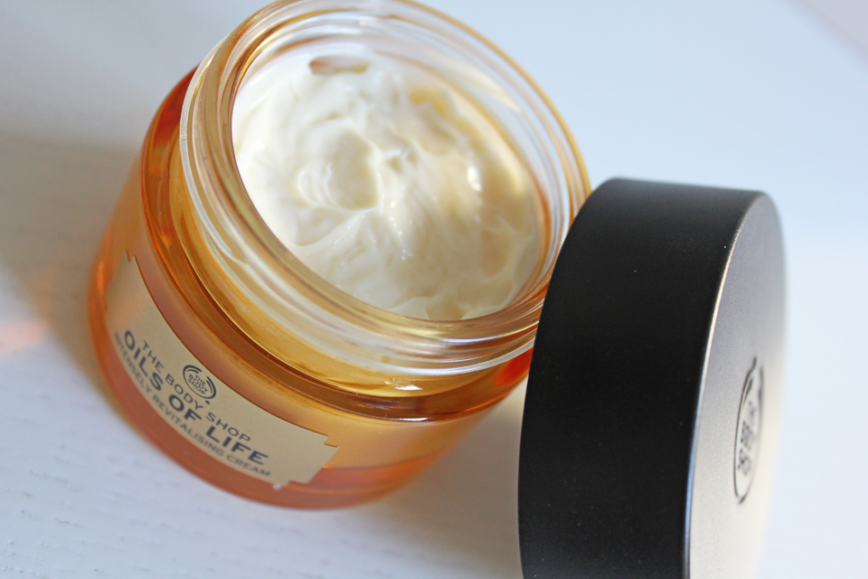 The Body Shop Oils of Life Intensely Revitalising Cream