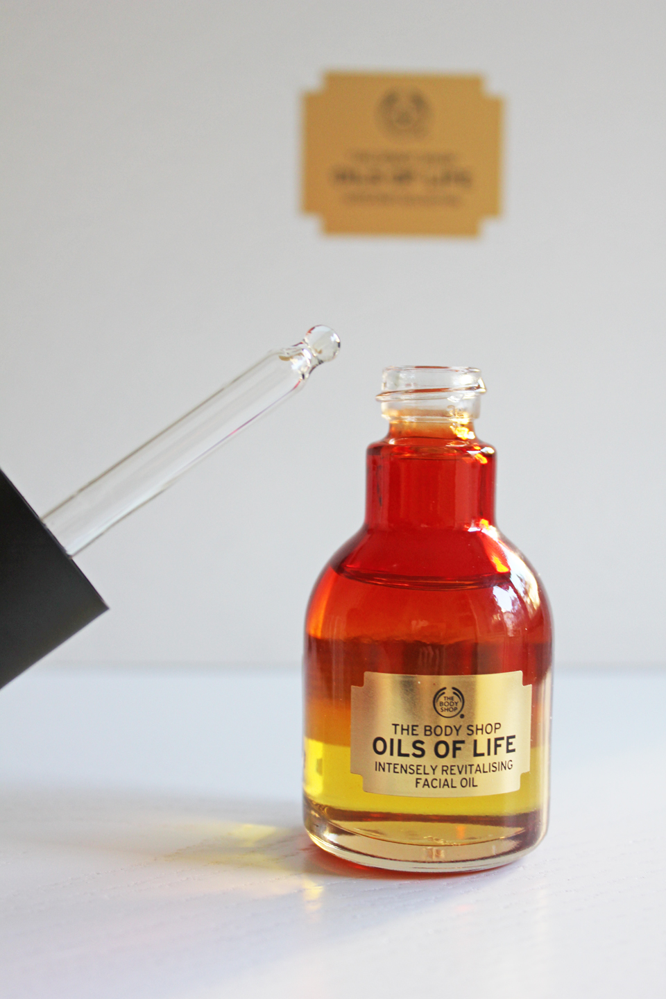 The Body Shop Oils of Life Intensely Revitalising Facial Oil 2