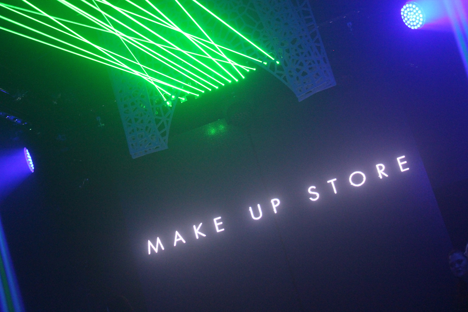Make Up Store Show
