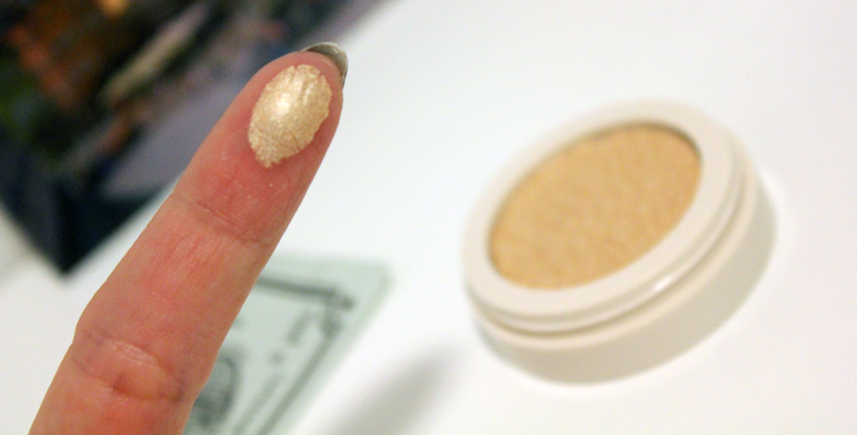 Lovely Gold Highlighter Swatch