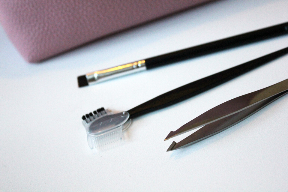 kicks-brow-shaver-tweezer-brow-brush
