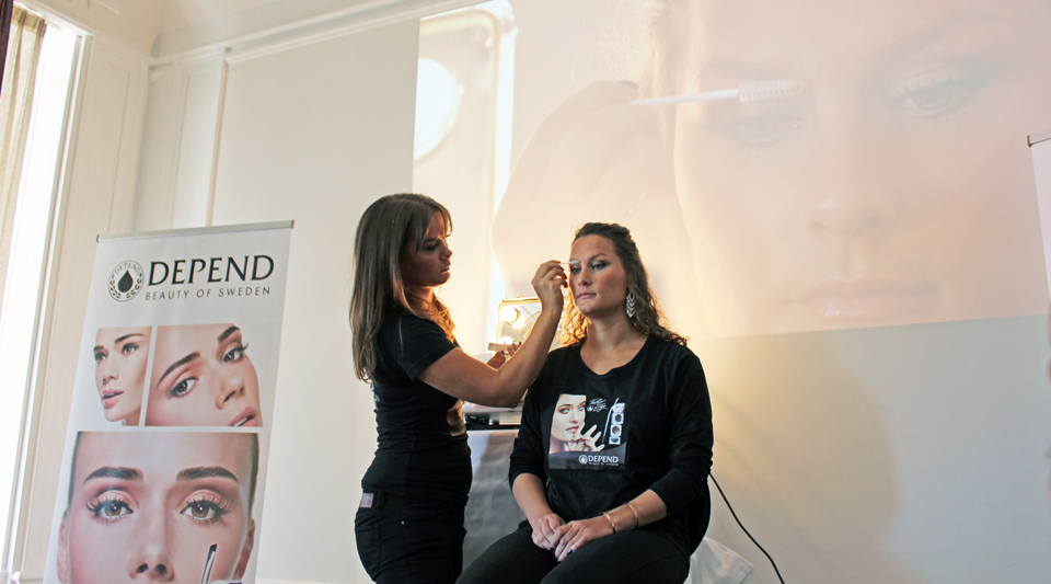 product-demonstration-depend-lash-eyebrow-colour