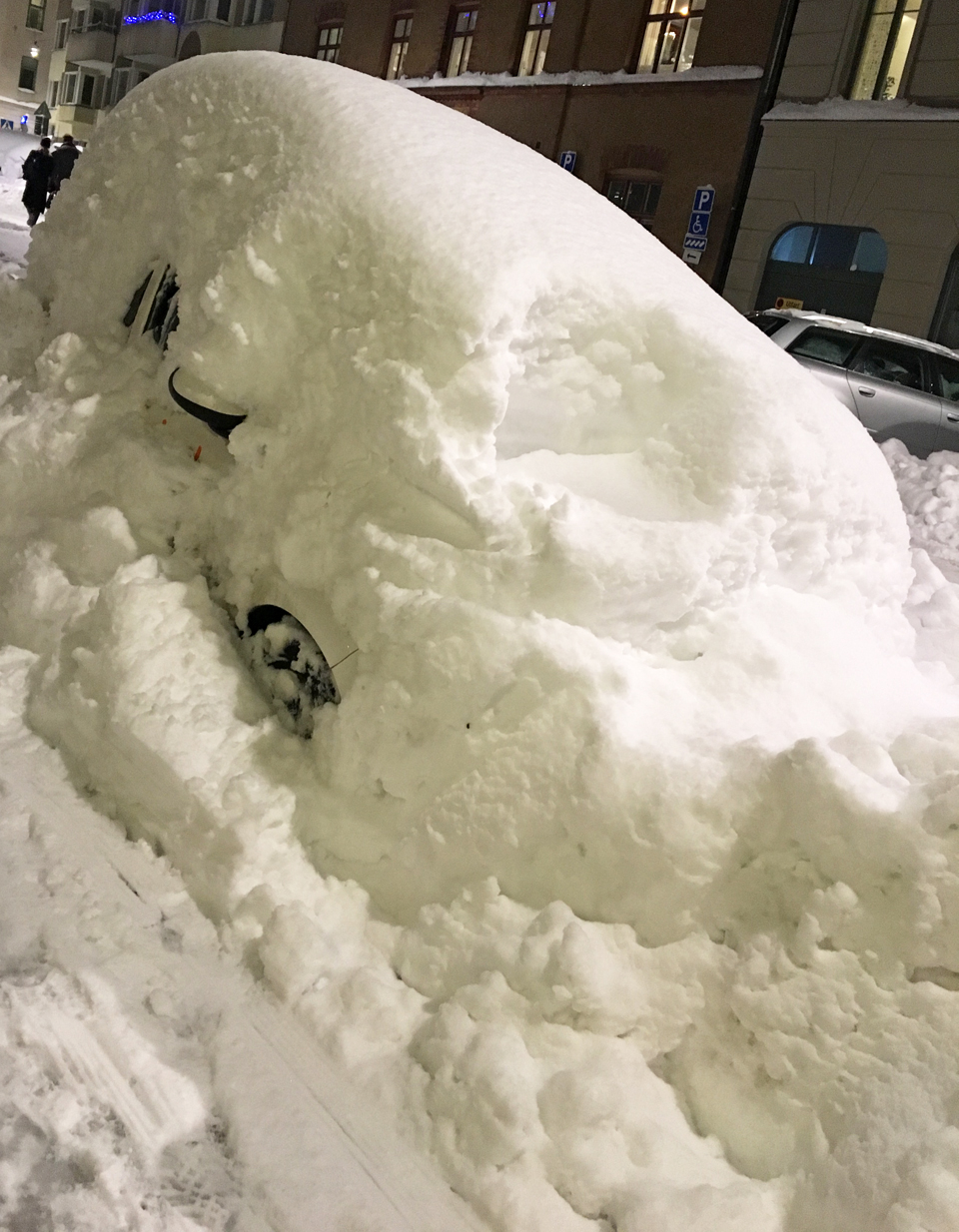 car-hidden-in-the-snow