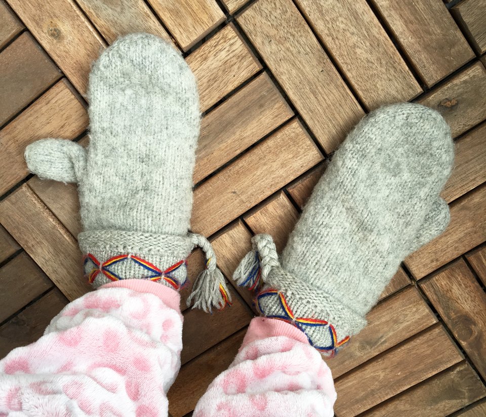 cold-feet-with-gloves-and-hunkemoller-onesie